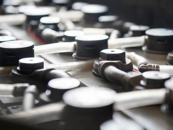 riparazione-batterie-carrelli-elevatori-lombardia